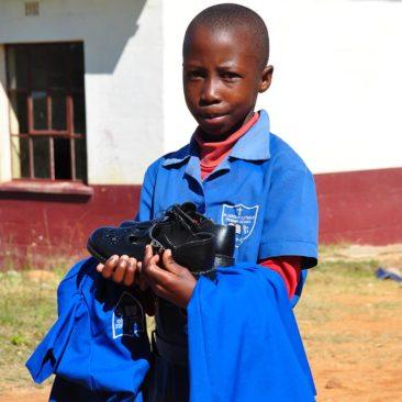 Distribution des uniformes – St Amadius school – Swaziland – 2017