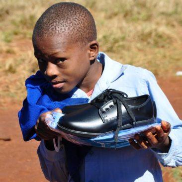 Distribution des uniformes scolaires à l'école St Benedict, Swaziland – 2017